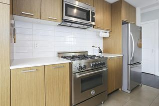 """Photo 7: 703 2321 SCOTIA Street in Vancouver: Mount Pleasant VE Condo for sale in """"THE SOCIAL"""" (Vancouver East)  : MLS®# R2451487"""