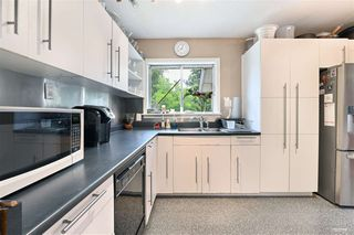 Photo 8: 1578 KERFOOT Road: White Rock House for sale (South Surrey White Rock)  : MLS®# R2465256