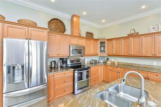 Photo 2: 3327 Aloha Ave in Colwood: Co Lagoon House for sale : MLS®# 844391