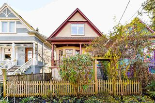 Photo 2: 1932 E PENDER Street in Vancouver: Hastings House for sale (Vancouver East)  : MLS®# R2521417