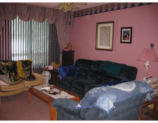 Photo 3: 130 LACY Street in WINNIPEG: East Kildonan Residential for sale (North East Winnipeg)  : MLS®# 2822351