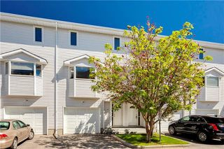 Photo 2: 16 GLENBROOK Villas SW in Calgary: Glenbrook Row/Townhouse for sale : MLS®# C4302009