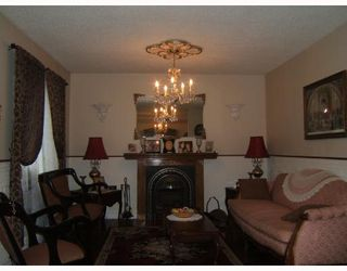 Photo 2: 242 ROBERTA Avenue in WINNIPEG: East Kildonan Single Family Detached for sale (North East Winnipeg)  : MLS®# 2717227