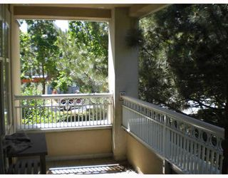 """Photo 2: 211 1001 W 43RD Avenue in Vancouver: South Granville Condo for sale in """"OAK GARDENS"""" (Vancouver West)  : MLS®# V775272"""
