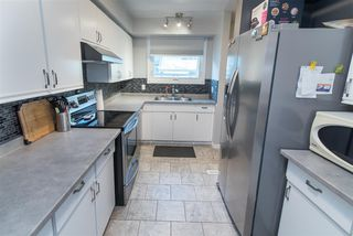 Photo 8: 16943 95 Street in Edmonton: Zone 28 Townhouse for sale : MLS®# E4167368