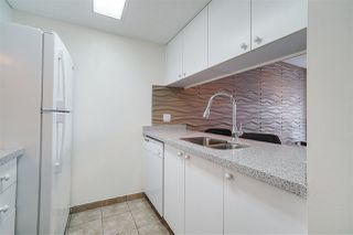 Photo 3: 1903 1188 HOWE Street in Vancouver: Downtown VW Condo for sale (Vancouver West)  : MLS®# R2411044