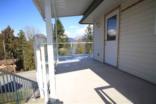 Photo 3: 5829 MARINE Way in Sechelt: Sechelt District House for sale (Sunshine Coast)  : MLS®# R2497296