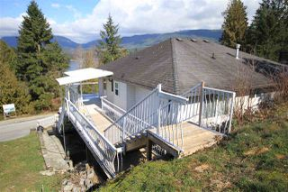 Photo 2: 5829 MARINE Way in Sechelt: Sechelt District House for sale (Sunshine Coast)  : MLS®# R2497296