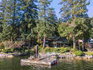 Photo 2: 5451 INDIAN RIVER Drive in North Vancouver: Woodlands-Sunshine-Cascade House for sale : MLS®# R2499054