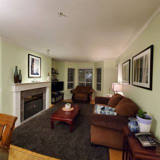 "Photo 4: 220 15268 105 Avenue in Surrey: Guildford Condo for sale in ""Georgian Gardens"" (North Surrey)  : MLS®# R2514267"