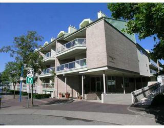 "Photo 1: 2302 33 CHESTERFIELD Place in North Vancouver: Lower Lonsdale Condo for sale in ""Harbourview Park"" : MLS®# V805953"