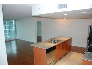 Photo 3: 703 188 E ESPLANADE Street in North Vancouver: Lower Lonsdale Condo for sale : MLS®# V859653