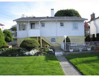 "Photo 2: 2465 E 11TH Avenue in Vancouver: Renfrew VE House for sale in ""RENFREW"" (Vancouver East)  : MLS®# V764767"