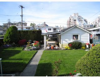 "Photo 3: 2465 E 11TH Avenue in Vancouver: Renfrew VE House for sale in ""RENFREW"" (Vancouver East)  : MLS®# V764767"