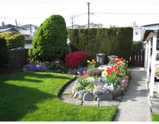 "Photo 4: 2465 E 11TH Avenue in Vancouver: Renfrew VE House for sale in ""RENFREW"" (Vancouver East)  : MLS®# V764767"