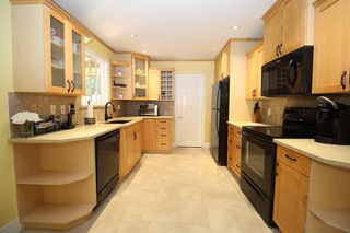 """Photo 4: 20694 39 Avenue in Langley: Brookswood Langley House for sale in """"Brookswood"""" : MLS®# R2397565"""