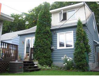 Photo 2: 1084 SPRUCE Street in WINNIPEG: West End / Wolseley Residential for sale (West Winnipeg)  : MLS®# 2917300