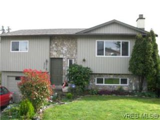 Photo 1: 3956 Arlene Pl in VICTORIA: SW Tillicum Single Family Detached for sale (Saanich West)  : MLS®# 530635