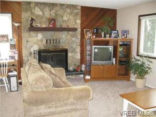 Photo 2: 3956 Arlene Pl in VICTORIA: SW Tillicum Single Family Detached for sale (Saanich West)  : MLS®# 530635