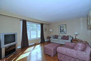 Photo 2: 10 Sir Bodwin Place in Markham: House (Bungalow) for sale (N11: LOCUST HIL)  : MLS®# N1949171