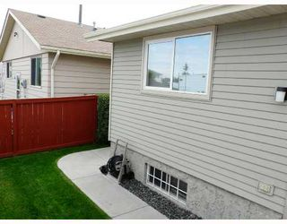 Photo 7: 7 ERIN PARK Bay SE in CALGARY: Erinwoods Residential Detached Single Family for sale (Calgary)  : MLS®# C3346251