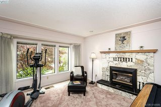 Photo 5: 1204 Politano Place in VICTORIA: SW Strawberry Vale Single Family Detached for sale (Saanich West)  : MLS®# 414899