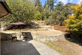 Photo 14: 1204 Politano Place in VICTORIA: SW Strawberry Vale Single Family Detached for sale (Saanich West)  : MLS®# 414899