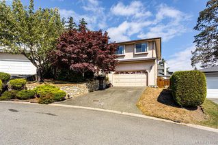 Photo 2: 1204 Politano Place in VICTORIA: SW Strawberry Vale Single Family Detached for sale (Saanich West)  : MLS®# 414899