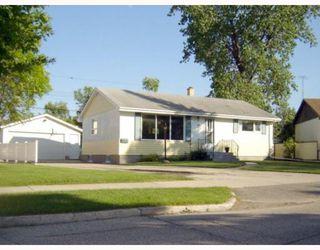 Photo 1: 65 DONEGAL Bay in WINNIPEG: East Kildonan Residential for sale (North East Winnipeg)  : MLS®# 2912345