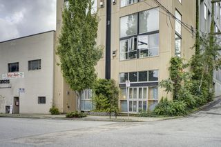 "Photo 1: 206 234 E 5TH Avenue in Vancouver: Mount Pleasant VE Condo for sale in ""GRANITE BLOCK"" (Vancouver East)  : MLS®# R2406853"
