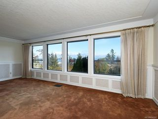 Photo 2: 4931 Lochside Dr in Saanich: SE Cordova Bay Single Family Detached for sale (Saanich East)  : MLS®# 834387