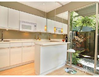 """Photo 3: 401 235 KEITH Road in West_Vancouver: Cedardale Condo for sale in """"SPURAWAY GARDENS"""" (West Vancouver)  : MLS®# V745651"""