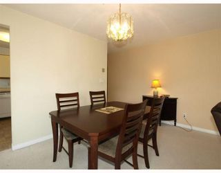 """Photo 3: 305 1000 BOWRON Court in North_Vancouver: Roche Point Condo for sale in """"PARKWAY TERRACE"""" (North Vancouver)  : MLS®# V774982"""