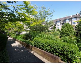 """Photo 8: 305 1000 BOWRON Court in North_Vancouver: Roche Point Condo for sale in """"PARKWAY TERRACE"""" (North Vancouver)  : MLS®# V774982"""