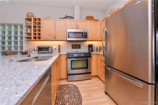 Photo 5: 1967 Polo Park Crt in SAANICHTON: CS Saanichton Row/Townhouse for sale (Central Saanich)  : MLS®# 833589