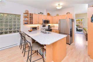 Photo 3: 1967 Polo Park Crt in SAANICHTON: CS Saanichton Row/Townhouse for sale (Central Saanich)  : MLS®# 833589
