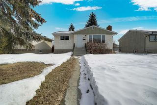 Photo 2: 9151 155 Street in Edmonton: Zone 22 House for sale : MLS®# E4192506