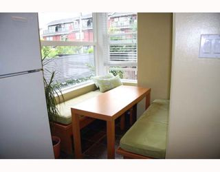Photo 4: 2210 ST GEORGE Street in Vancouver: Mount Pleasant VE Townhouse for sale (Vancouver East)  : MLS®# V783723