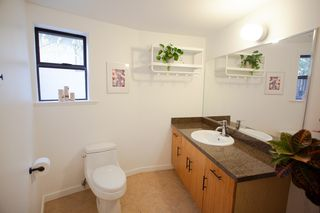 """Photo 10: 304 3010 ONTARIO Street in Vancouver: Mount Pleasant VE Condo for sale in """"NEW YORK ON YORK"""" (Vancouver East)  : MLS®# R2519534"""