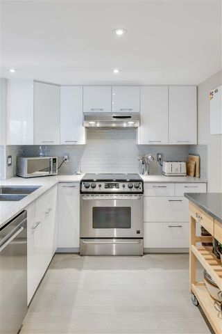 """Photo 10: 1206 121 TENTH Street in New Westminster: Downtown NW Condo for sale in """"Vista Royale"""" : MLS®# R2525763"""