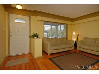 Photo 4: 2222 Shakespeare St in VICTORIA: Vi Fernwood Single Family Detached for sale (Victoria)  : MLS®# 535782