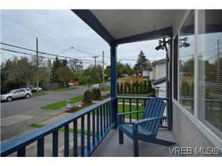 Photo 2: 2222 Shakespeare St in VICTORIA: Vi Fernwood Single Family Detached for sale (Victoria)  : MLS®# 535782