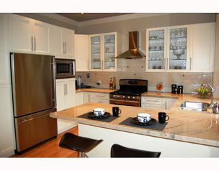 """Photo 2: 875 W 24TH Avenue in Vancouver: Cambie House for sale in """"DOUGLAS PARK"""" (Vancouver West)  : MLS®# V722900"""