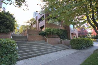 "Photo 2: 6B 766 W 7TH Avenue in Vancouver: Fairview VW Townhouse for sale in ""THE WILLOW COURT"" (Vancouver West)  : MLS®# V738197"