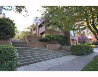 "Photo 1: 6B 766 W 7TH Avenue in Vancouver: Fairview VW Townhouse for sale in ""THE WILLOW COURT"" (Vancouver West)  : MLS®# V738197"