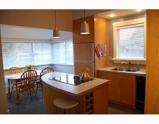 """Photo 4: 857 W 17TH Avenue in Vancouver: Cambie House 1/2 Duplex for sale in """"DOUGLAS PARK"""" (Vancouver West)  : MLS®# V756661"""