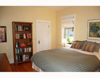 """Photo 5: 857 W 17TH Avenue in Vancouver: Cambie House 1/2 Duplex for sale in """"DOUGLAS PARK"""" (Vancouver West)  : MLS®# V756661"""