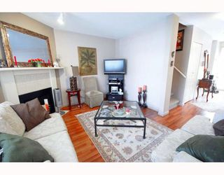 """Photo 4: A2 925 TOBRUCK Avenue in North Vancouver: Hamilton Townhouse for sale in """"KENSIGATON GARDENS"""" : MLS®# V762629"""