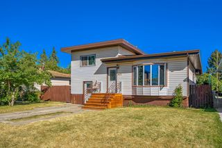 Main Photo: 6412 34 Avenue NW in Calgary: Bowness Detached for sale : MLS®# A1027578