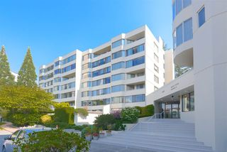 """Main Photo: 515 1442 FOSTER Street: White Rock Condo for sale in """"Whiterock Square III"""" (South Surrey White Rock)  : MLS®# R2495984"""